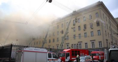 Al menos 17 muertos por incendio en un almacén en Moscú