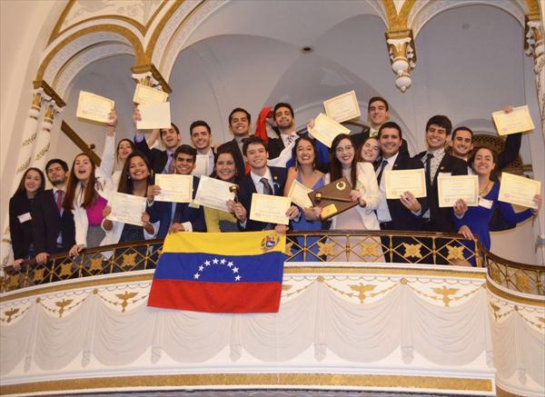 Estudiantes venezolanos ganan premio en Harvard (Video)