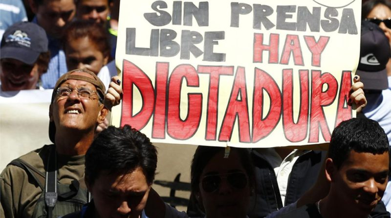 """Análisis de la censura impuesta por Maduro & Co.: Conatel amenazó a televisoras con cierre si sale la palabra """"dictadura"""""""