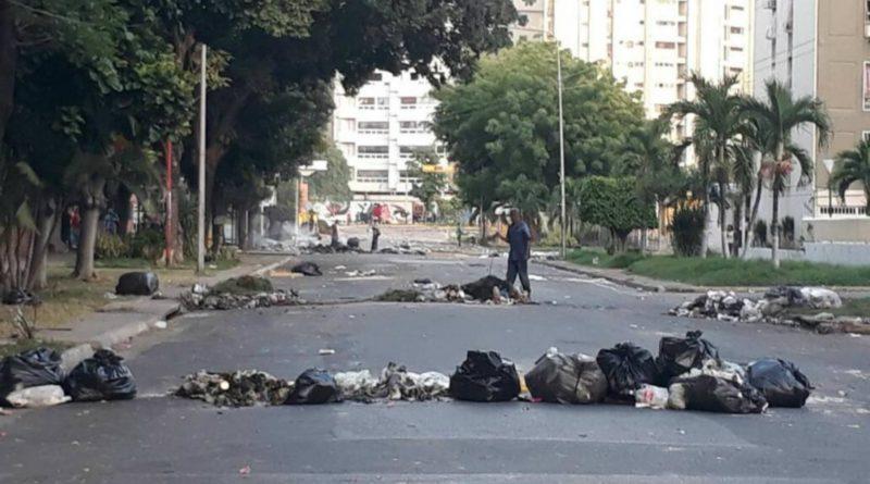 Maracay, cuna del chavismo, amanece con más saqueos y bloqueos en las calles