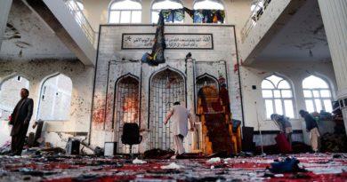Asciende a 56 los fallecidos en ataque suicida en una mezquita en Kabul