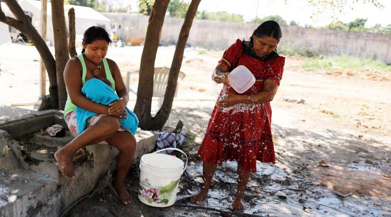 Indígenas warao huyen de la crisis en Venezuela y se lanzan a un futuro incierto en Brasil (fotos)
