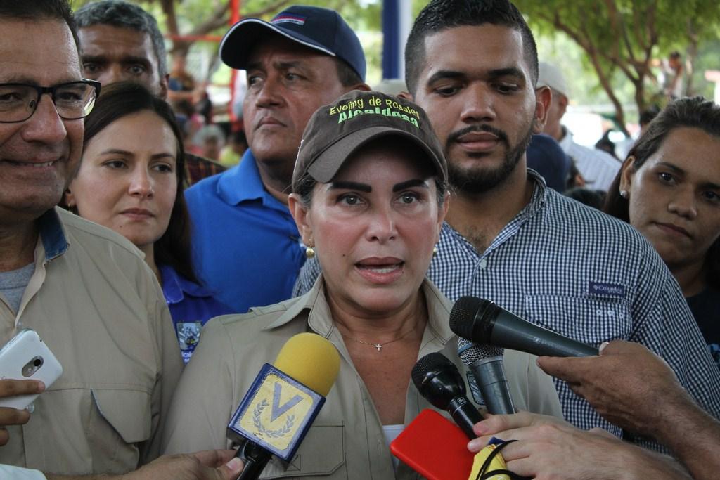 """""""La luz del relámpago del Catatumbo alumbrará al estado Zulia porque vienen cosas mejores""""..Eveling de Rosales"""