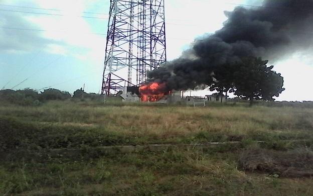 Denuncian incendio en torre transmisora de Movilnet