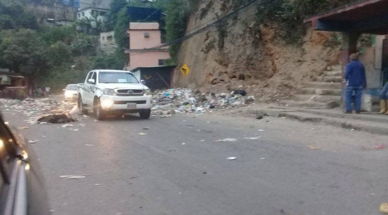 Reportan protesta en la carretera vieja Caracas – Los Teques