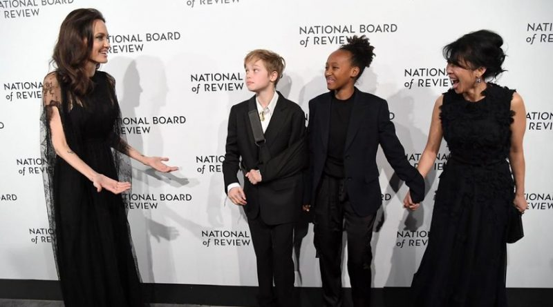 Angelina Jolie asiste a National Board of Review of Motion Pictures con sus hijas