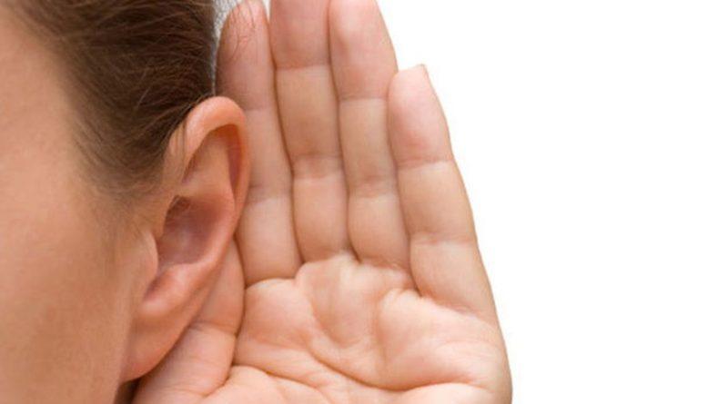 """La Fundación Oír es Clave alertó que muchos de los juguetes que protagonizarán los regalos de los Reyes Magos emiten sonidos que pueden superar los 80 decibelios (dB), lo que podría ocasionar lesiones irreversibles en la audición de los niños. En un comunicado, la Asociación Alexander Graham Bell para Sordos e Hipoacúsicos y la Fundación Oír es Clave piden a los padres que escuchen los sonidos que emiten los juguetes antes de comprarlos, ya que si este es demasiado alto para el adulto, también lo es para el niño y aconsejan el uso de aplicaciones móviles de sonómetros. (Lea también: Pruebas """"muestran"""" que Corea del Norte estrelló un misil por error) Recuerdan que la pérdida de audición por ruido es acumulativa de manera gradual a lo largo de los años y advierten de que a mayor exposición y menor distancia de uso, los límites permitidos son más reducidos. Así, un juguete destinado a estar cerca de la oreja como puede ser un teléfono móvil de juguete, tendrá unos valores límite inferiores a los de un juguete del que va tirando el niño con una cuerda."""