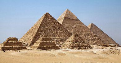 Arqueólogos descubren cuatro ataúdes al sur de Guiza