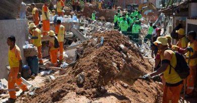 Van 15 muertos por deslizamiento de tierra en Río de Janeiro