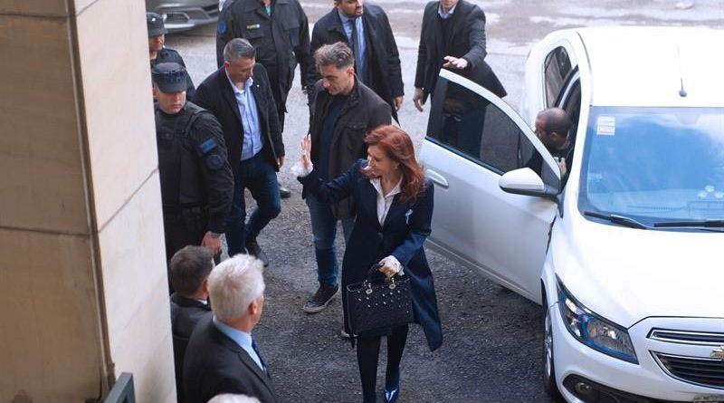 Comienza primer juicio por corrupción contra Cristina