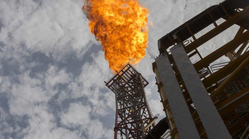 Irán y Venezuela podrían complicar negociaciones sobre producción de petróleo