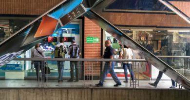Centros comerciales se las ingenian para atraer a más visitantes