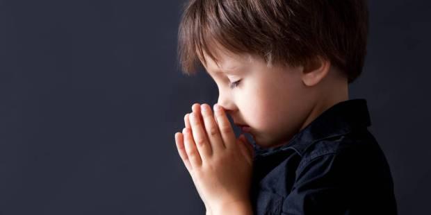 Niño de 8 años reza al Santísimo y alcanza la gracia para su familia