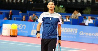 El checo Tomas Berdych cuelga la raqueta