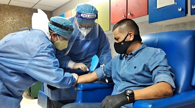 Gobernador Omar Prieto donó sangre para para la extracción de plasma que ayudará en la recuperación a pacientes activos con COVID-19.