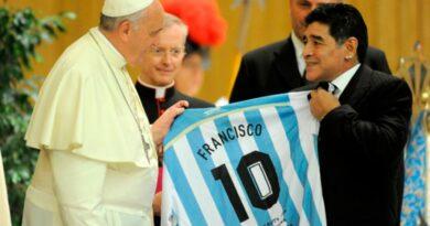 El Papa: Maradona era un poeta en el campo pero un hombre frágil